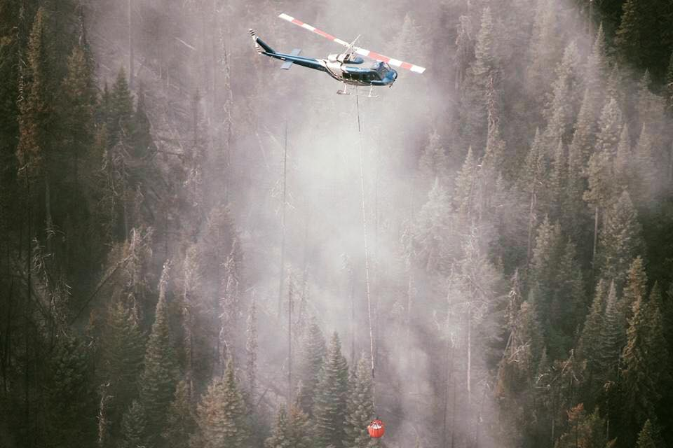 BC helicopter fights forest fires