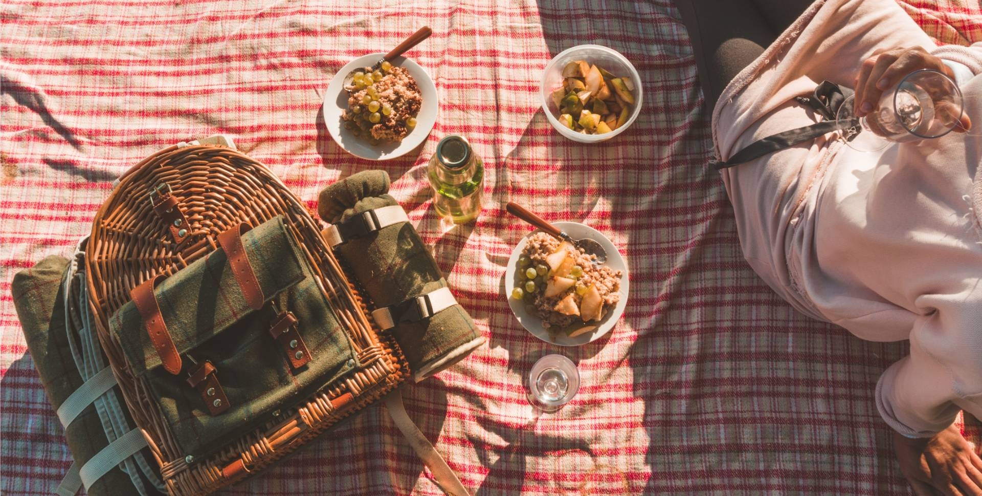 What to Pack in your Okanagan Heli Picnic Basket